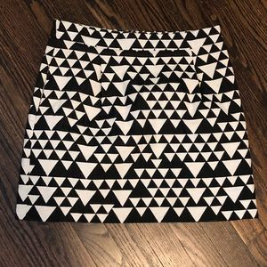 White and Black Patterned Mini